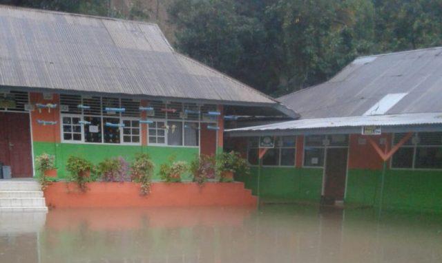 Siswa Libur, MTsN 4 Solok di Tembok Kacang Kebanjiran