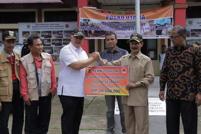 Walikota Solok Antarkan Langsung Bantuan ke Solok Selatan