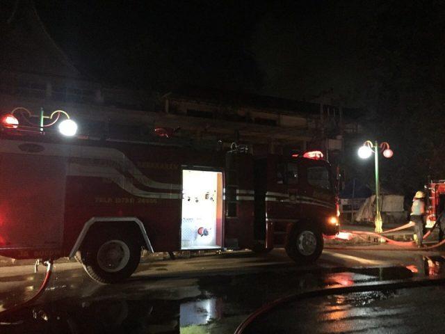 15 Kios Terbakar di Pasar Raya Padang