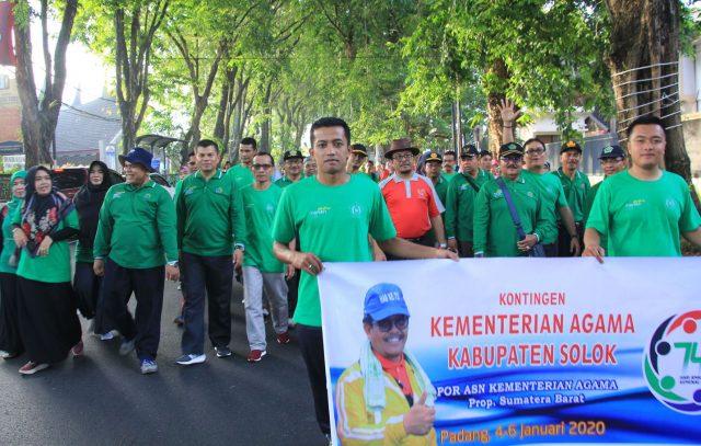 Sebelum Bertanding, Kontingen Kab. Solok Ikut Jalan Sehat Kerukunan