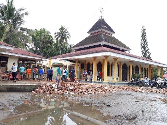 Goro Masjid, Merekat Kebersamaan di Padang Belimbing