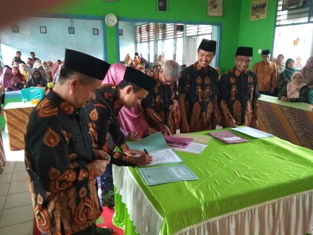 Serah Terima Jabatan Kepala SMP di Lembang Jaya