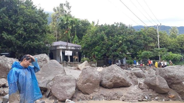 Banjir Bandang Malalo, Jalan Putus dan Kendaraan Hanyut