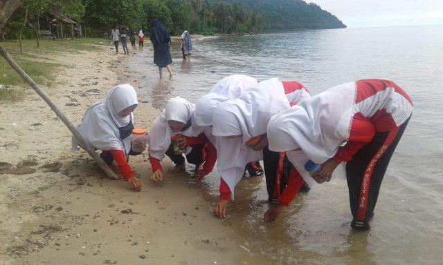 MAS PSA Studi Edukatif ke Pantai Nirwana Padang