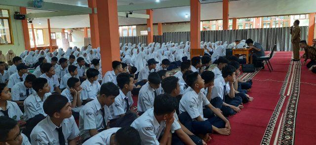 Jelang Ujian Nasional Siswa MTsN 2 Bukittinggi Disemangati Team Erlangga