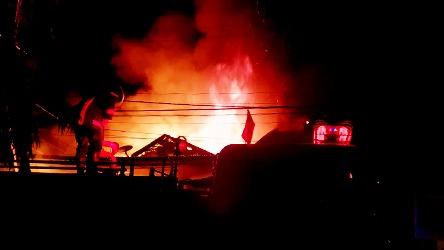 Rumah Milik Prof. Salmadanis Terbakar di Pengambiran