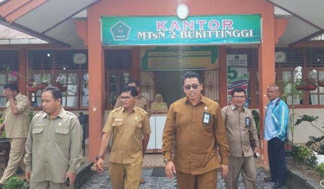 Kakankemenag Tinjau Pelaksanaan UAMBNBK di MTsN 2 Bukittinggi