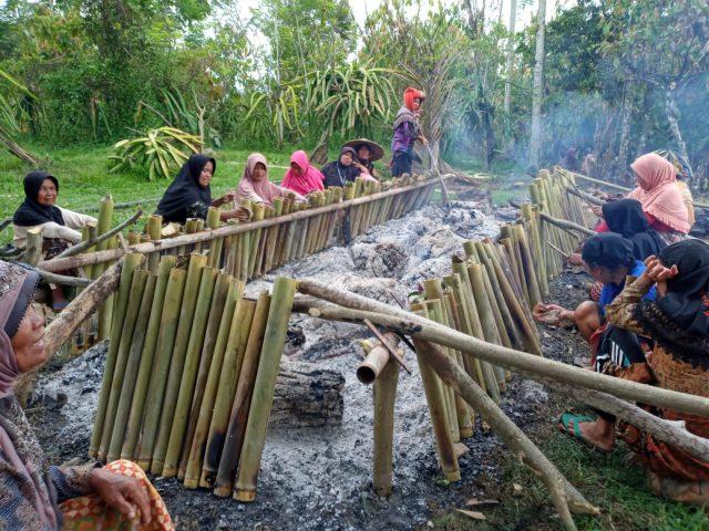 Malamang, Merekat Kebersamaan Mempertahakan Budaya di Nagari Gauang