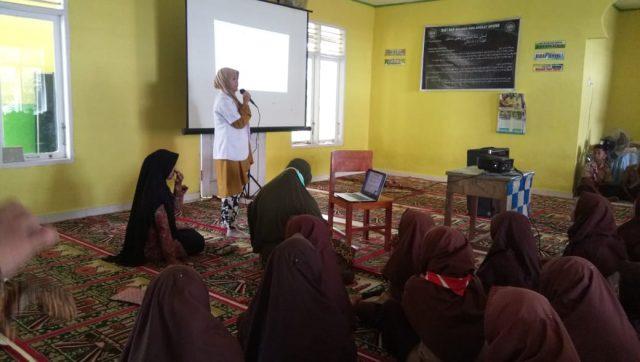 Puskesmas Paninjauan Beri Penyuluhan Kesehatan di MTsN 7 Solok