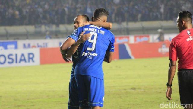 Maung Bandung Terkam PSS 2-1 di Stadion Si Jalak Harupat