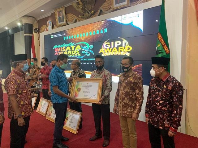 Kado Indah Diakhir Jabatan Gusmal, Juara 1 Peduli Wisata Award